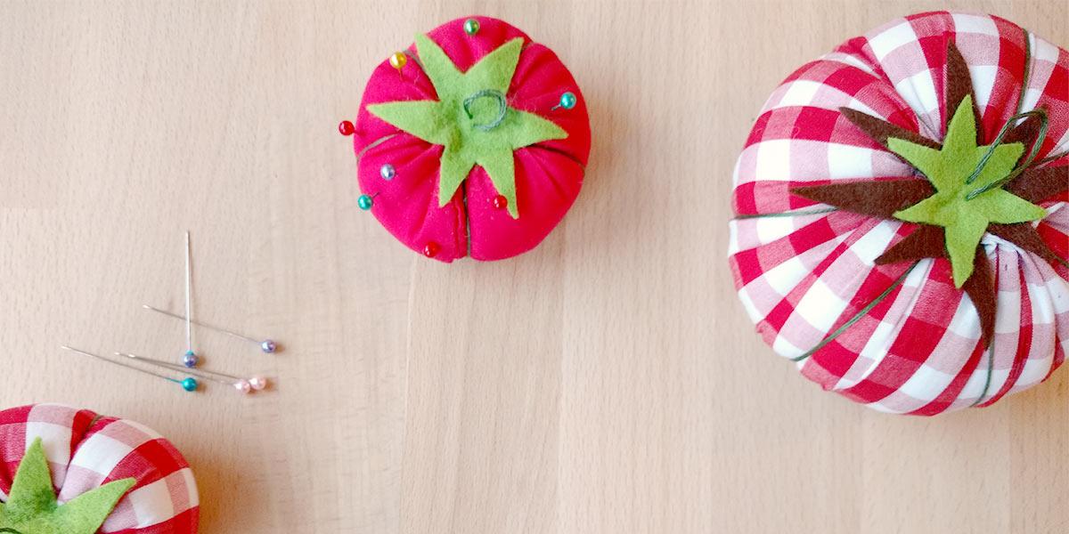 Crea il tuo cuscinetto puntaspilli a forma di pomodoro